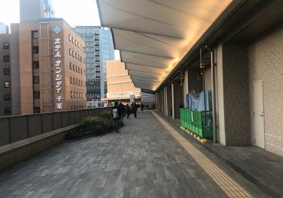 西口連絡通路 ホテルさんシティー千葉